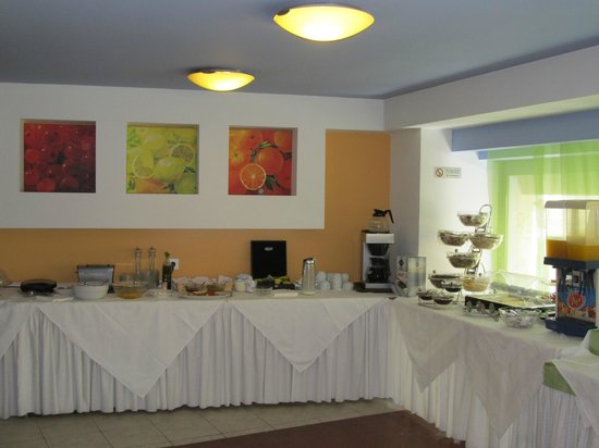 Iraklion Hotel : breakfast room
