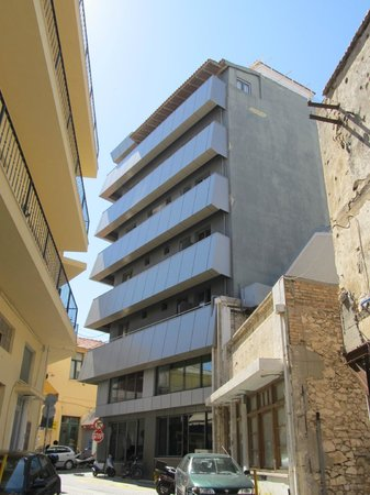 Iraklion Hotel : building