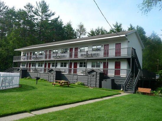 هيلويندز لودج: The motel from front of office