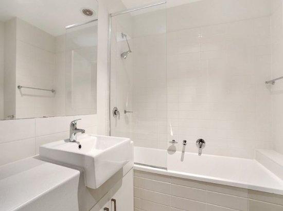 Apartments @ Glen Central : Bathroom