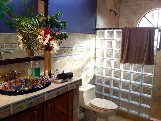 Casa Rainbow Canyon: bathroom of Iguana room