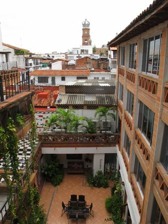 Catedral Vallarta Boutique Hotel: View of the inner court yard