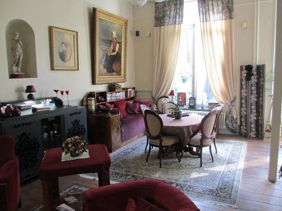 Cote Canal: The parlor floor sitting room