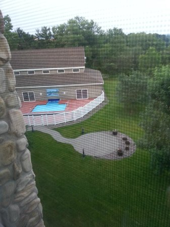 Stoney Creek Hotel & Conference Center - La Crosse: View from 3rd floor room into pool area.