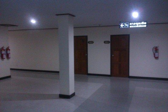 Tapee Hotel: lobby