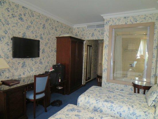 سويس هوتل: Room 2