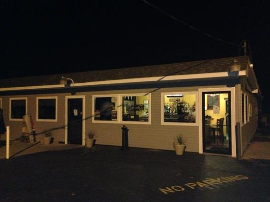Billy's Seafood & Sundaes: exterior