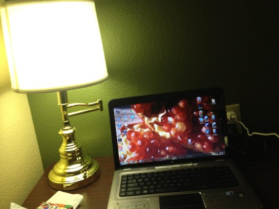 Extended Stay America - Orange County - Anaheim Convention Center: Small desk next to bed.