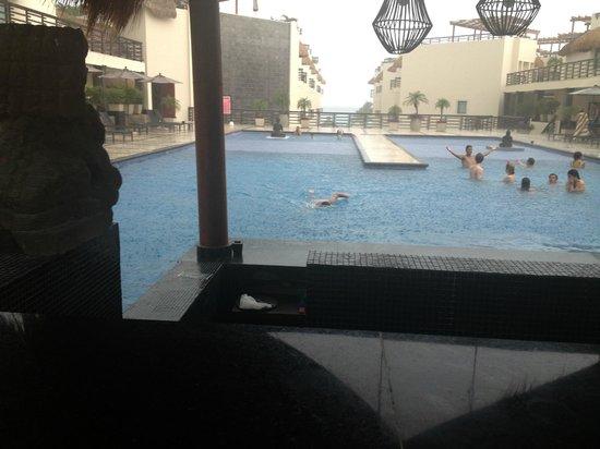 Aldea Thai Luxury Condohotel : Alberca