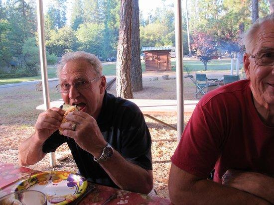 Yosemite Westlake Campground and RV Park : BBQ