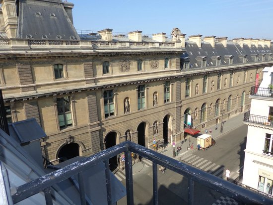 View from the balcony overlooking the louvre museum for Balcony louvres