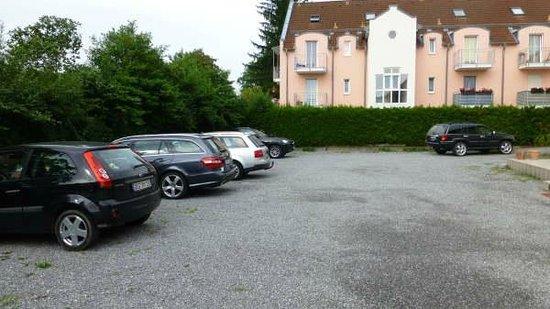 Vila belaggio: Good sized car park