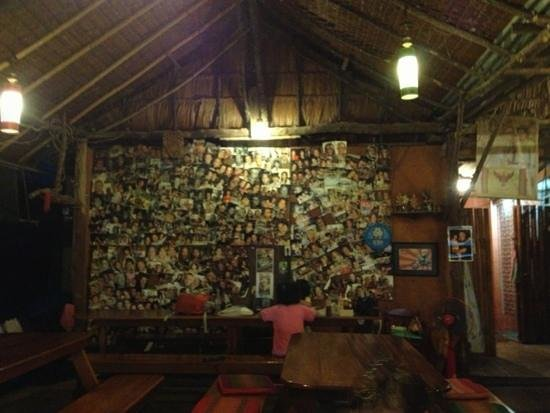Bavaria House Khao Lak - Bang Niang : wall with lots of past visitors!