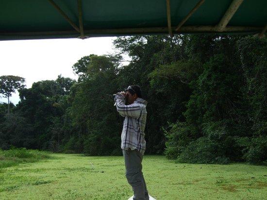Pacaya Samiria Amazon Lodge : Nuestro experto guía! Qué buena foto Rey! habla..!
