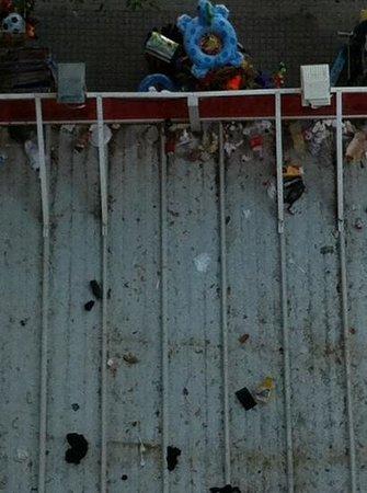 Salou Pacific : tettoia sui negozi davanti