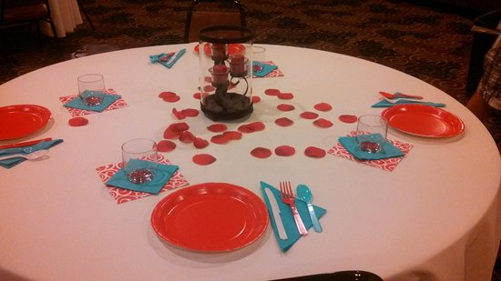 Cobblestone Hotel & Suites Knoxville, IA: table linens