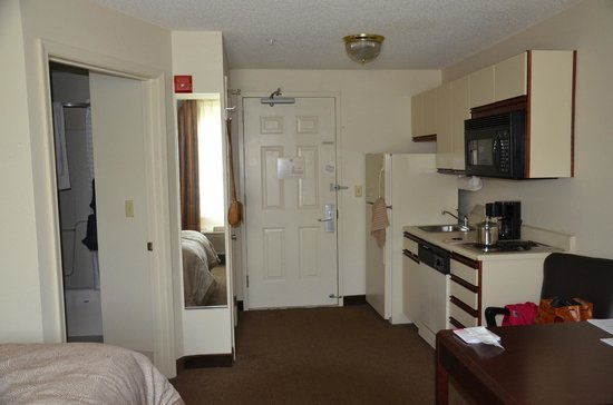 Candlewood Suites Washington, Dulles Herndon : our room- kitchenarea