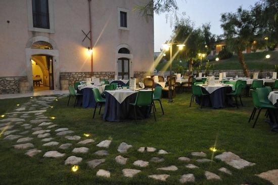 Villaggio Santa Lucia: ristorante all'aperto