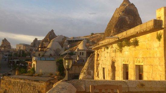 Cave Life Pension: Вид с террасы на закате