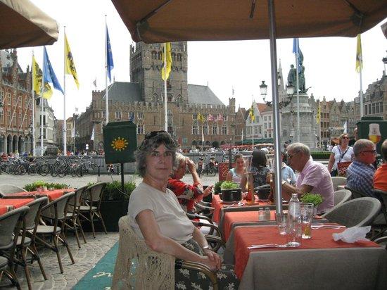 Hotel-Restaurant Central / Sirene D'Or : la vista dal ristorante sulla piazza
