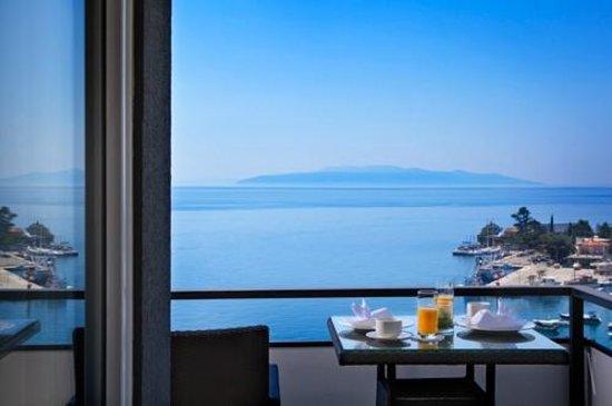 Remisens Premium Hotel Ambasador: Sea view