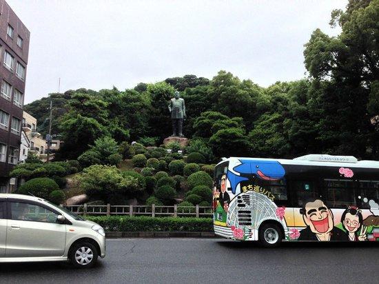 Saigo Takamori Statue: せごどん号とあっちゃん号の観光周遊バス
