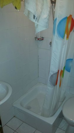 Pension Margit: Clogged up bathroom and very small for price we paid