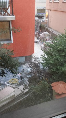 Pension Margit: Trash and construction everywhere