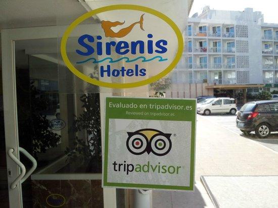 Sirenis Cala Llonga Resort: Entrada