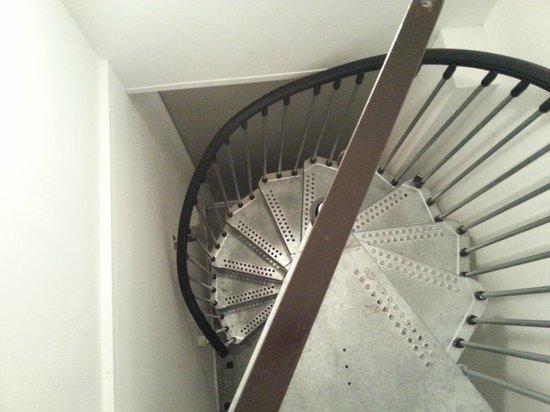 Hostel 24: Narrow staircase