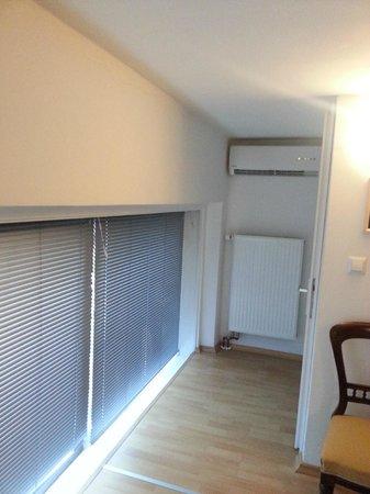Hostel 24: AC and the big windows