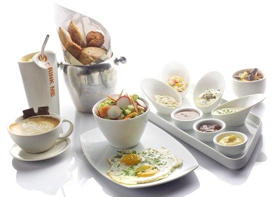 Max Brenner Herzeliya: max brenner Israeli breakfast