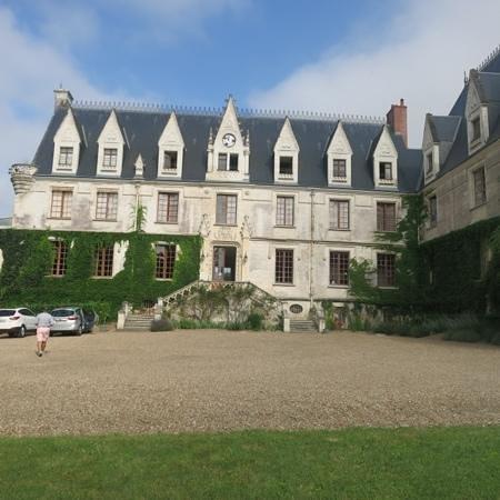 Le Chateau de Reignac : Add a caption