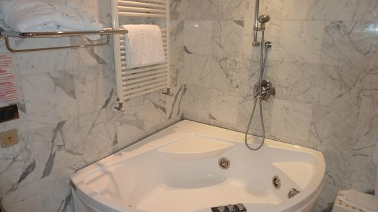 Hotel Admiral Palace: vasca idro