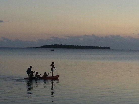 Isla Cocos, Mariana Islands: Cocos island... meno/tainatongo family on kayak. .