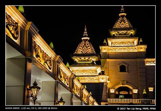Hotel Okura Macau: Exterior night scene of the hotel