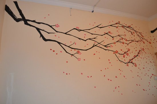 Wada Hostel: Wall painting in our room