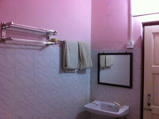 Gypsy Inn: Bathroom
