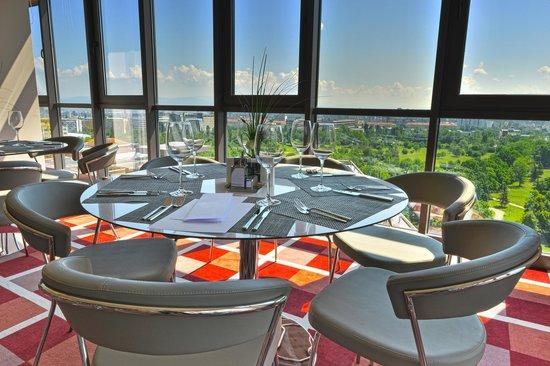 Suite Hotel Sofia: Zest restaurant park view