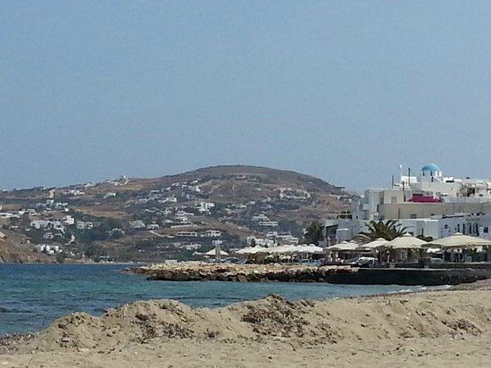 Hotel Parko: Blick vom Strand zum Hafen