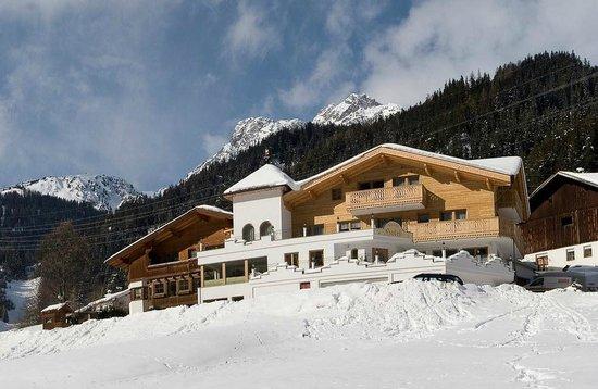 Landhaus Lechthaler: Hotelansicht