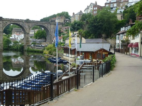 Teardrop Cottage : Boats on the Nidd