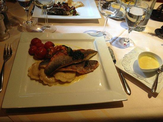 Natusch Fischereihafen-Restaurant: Filet vom Loup de mer (Wolfsbarsch) an Limoncellosauce
