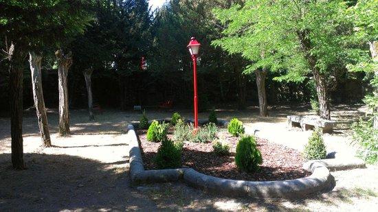 Albergue Juvenil San Rafael: jardín