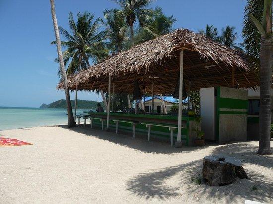 Lime n Soda Beach Front Resort: Beach bar