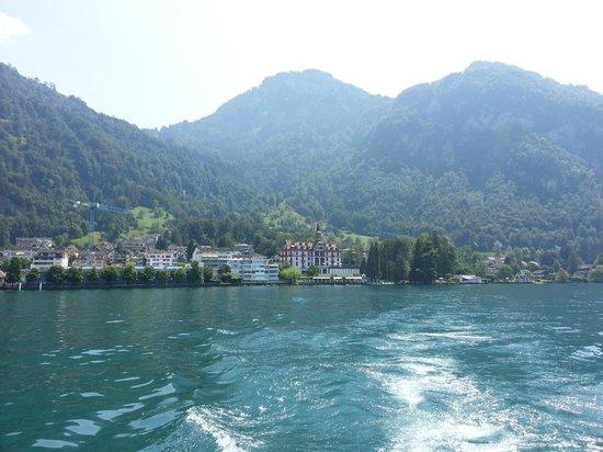 Vitznauerhof: Hotelansicht vom See aus bei der Abreise