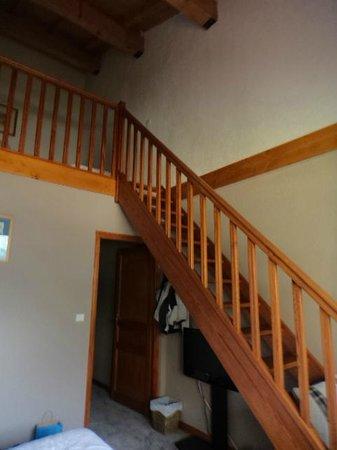 Hotel Altitude : La scala che porta al piano superiore nella camera