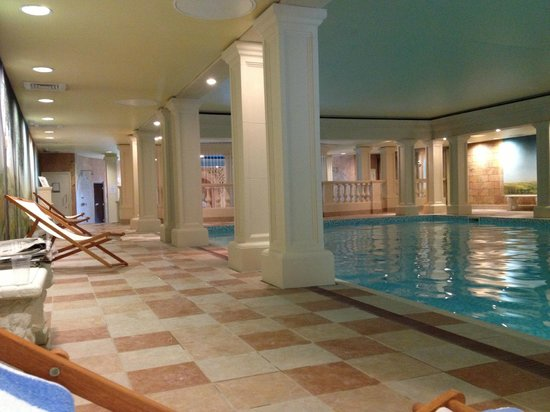 Eastwell Manor: indoor pool