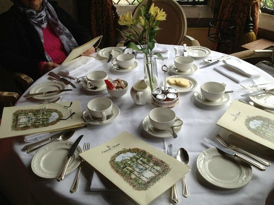Eastwell Manor: Breakfast table
