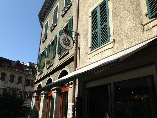 Picture of the outside of Gelateria Venezia